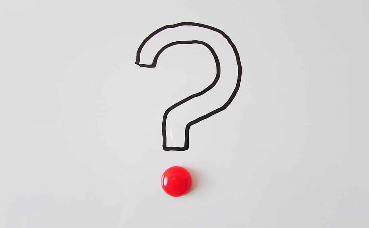 סימן שאלה גדול ויפה עם נקודה אדומה למטה