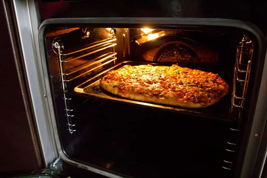 איך לחמם פיצה בתנור ביתי