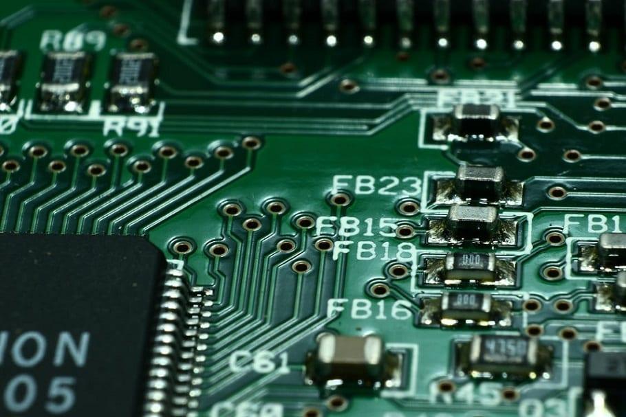 לוח חשמלי של זיכרון עם אלמנטים שונים של חיבור