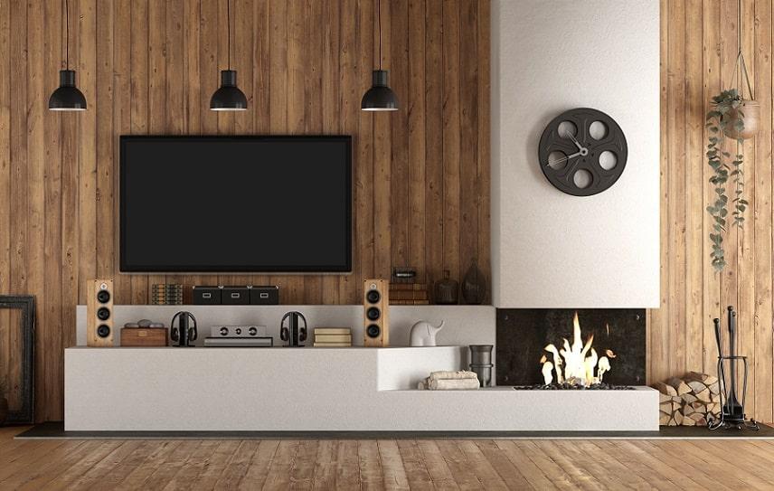 פאנל של טלוויזיה בסלון של הדירה