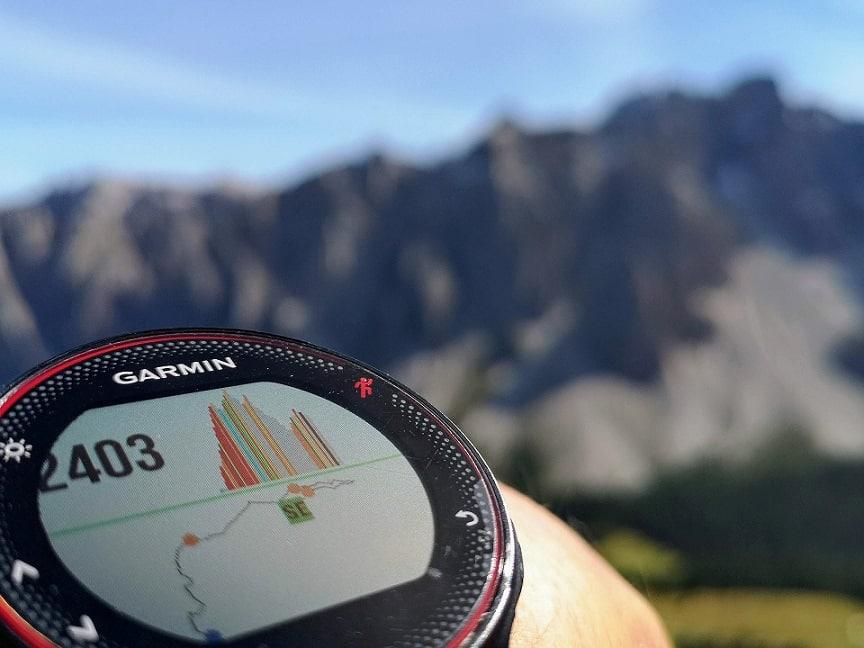 שעון עם נתוני כושר שונים על הצג של המסך