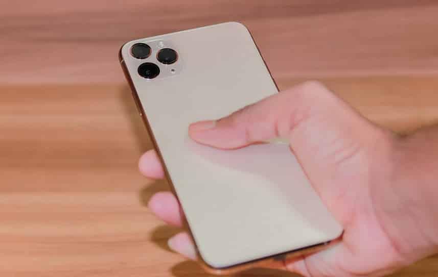 סמארטפון של חברת אפל דגם אייפון 11 פרו
