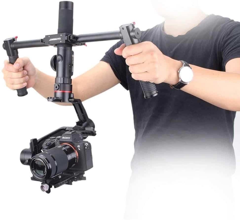 גימבל למצלמה עם ידית כפלוה דגם A2000 של חברת Feiyu Tech