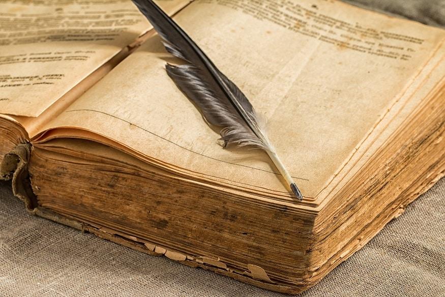 ספר הסטוריה ישר עם עט כתיבה
