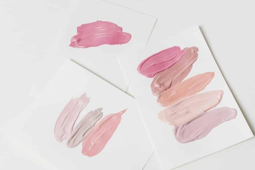 דף עם כמה גוונים שונים של צבעים