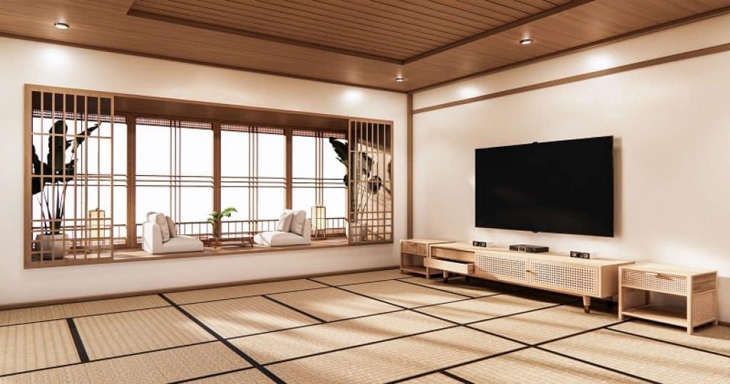 חדר בעיצוב יפני עם פינת ישיבה ומזנון וטלוויזיה 55 אינץ'