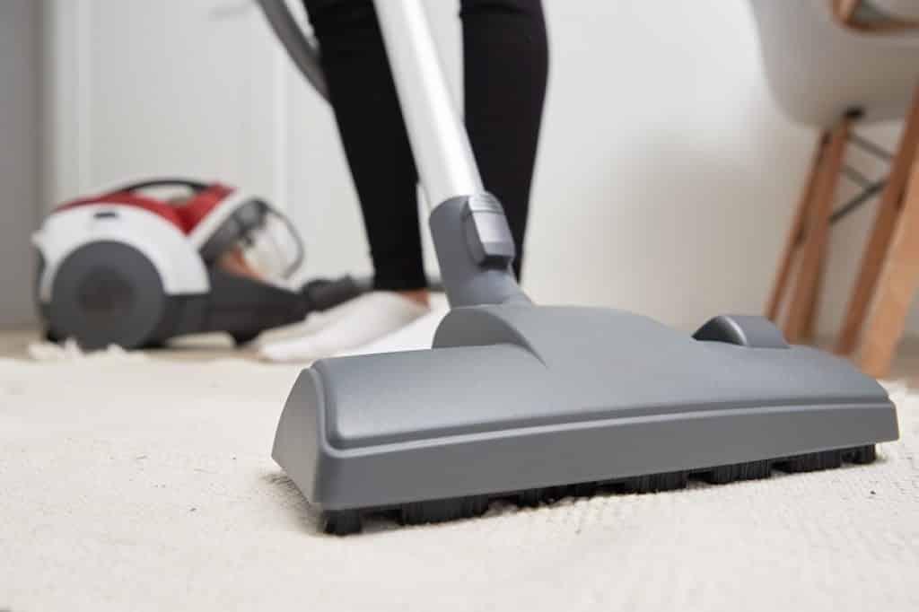 שאיבת שטיח בתקריב