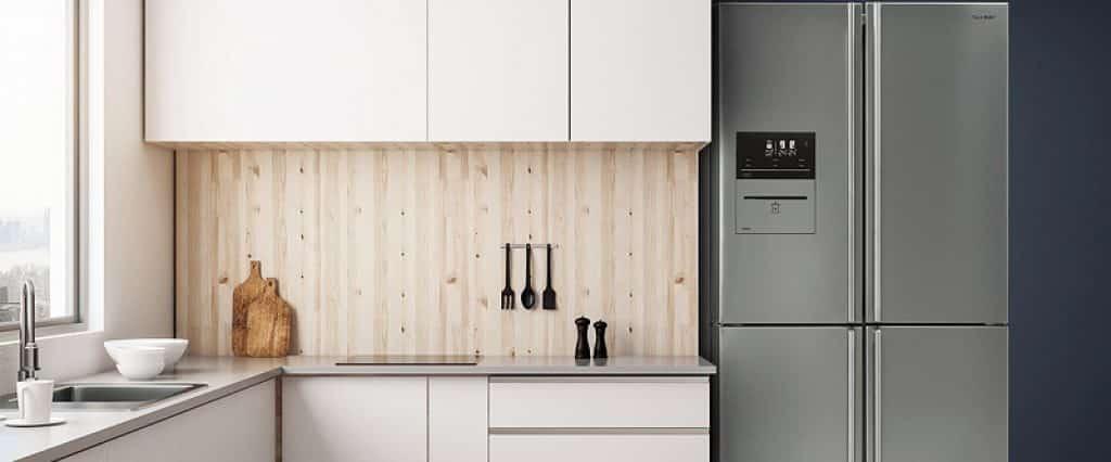 SHARP מקרר במטבח בעיצוב מודרני